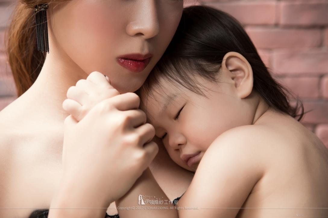 親子寫真,母女寫真,親子照,全家福,全家福攝影,全家福寫真,親子攝影,母女攝影 推薦,全家福攝影 推薦,全家福 推薦,親子寫真 姿勢,親子寫真 推薦